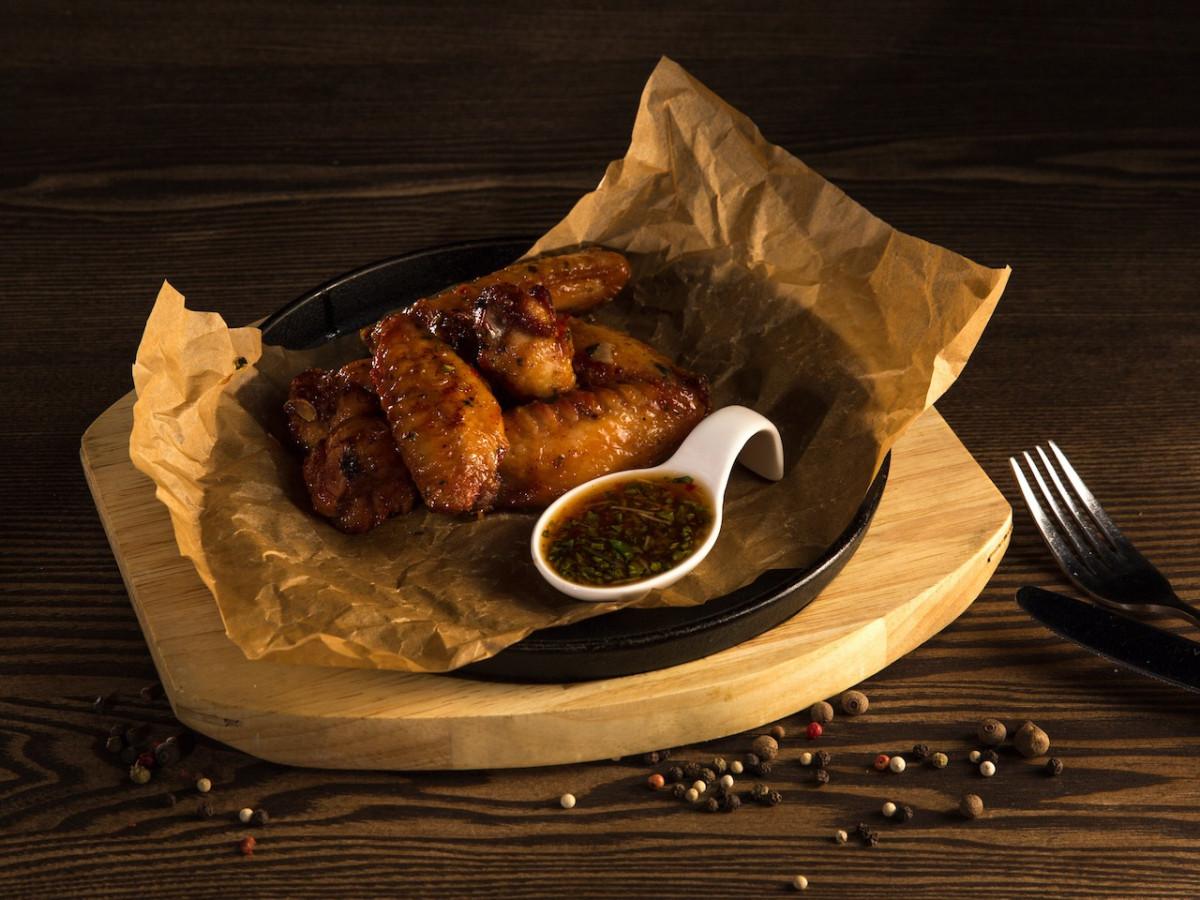 Куриные крылышки в остро-соевом соусе